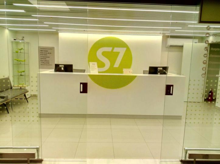 Пример мебели MebelExpert изготовленной для офисов продаж S7 фото №3