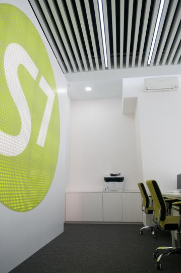 Пример мебели MebelExpert изготовленной для офисов продаж S7 фото №7