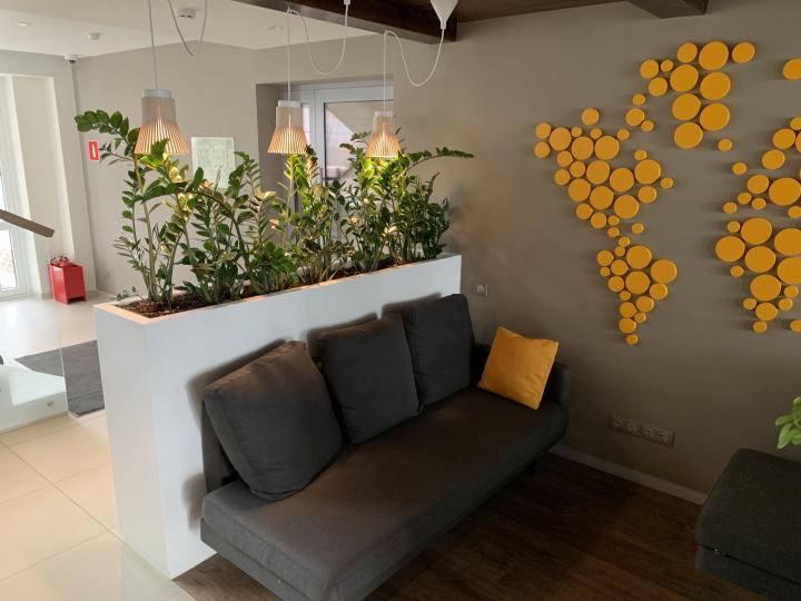 Пример мебели MebelExpert изготовленной для учебного центра (оранжевая) фото №3