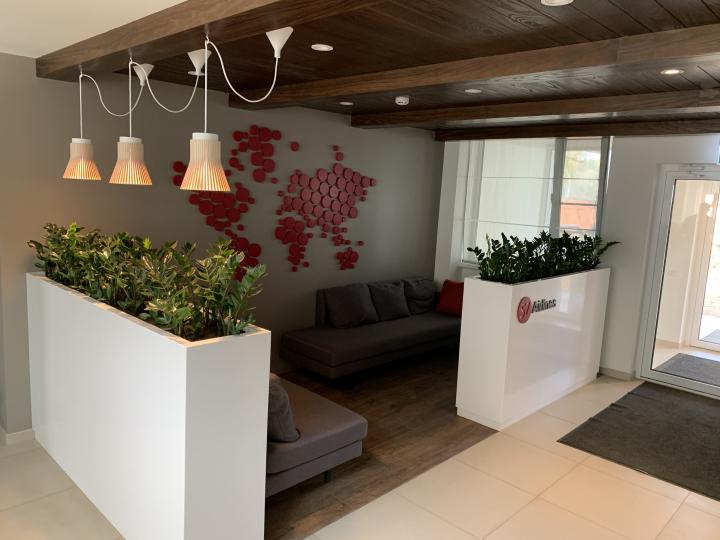 Пример мебели MebelExpert изготовленной для учебного центра (красный) фото №3