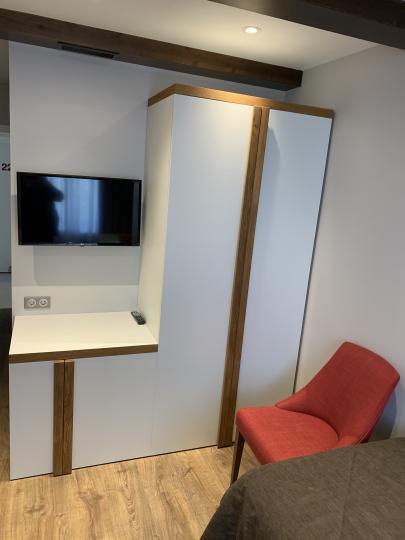 Пример мебели MebelExpert изготовленной для учебного центра (красный) фото №6