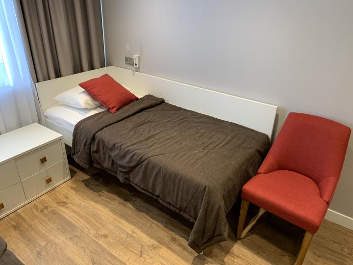 Пример мебели MebelExpert изготовленной для учебного центра (красный) фото №7